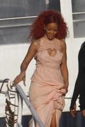 http://img273.imagevenue.com/loc19/th_107580518_RihannaW020_122_19lo.jpg