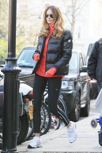 Elle Macpherson on the School Run in Spandex Pants, again - March 24, 2011