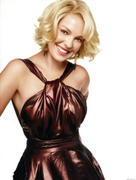 http://img273.imagevenue.com/loc384/th_12896_Katherine_Heigl_InStyle_Oct2010_03_122_384lo.jpg